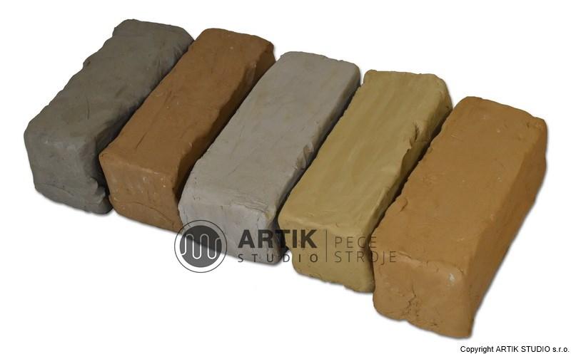 Různé druhy keramických hlín (šamotová, točírenská, různé barevnosti)