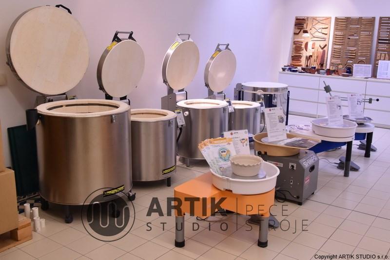 Prodejna keramických pecí a hrnčířských kruhů.